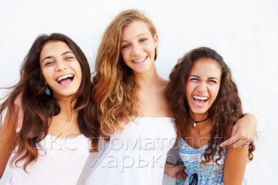 фото молодых девушек с брекетами
