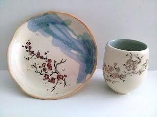 Annapia Sogliani handmade ceramic plate bowl made in Paris France contemporary ceramic céramique grès décor engobe, fait et décorés à la main, service cerisiers japonais