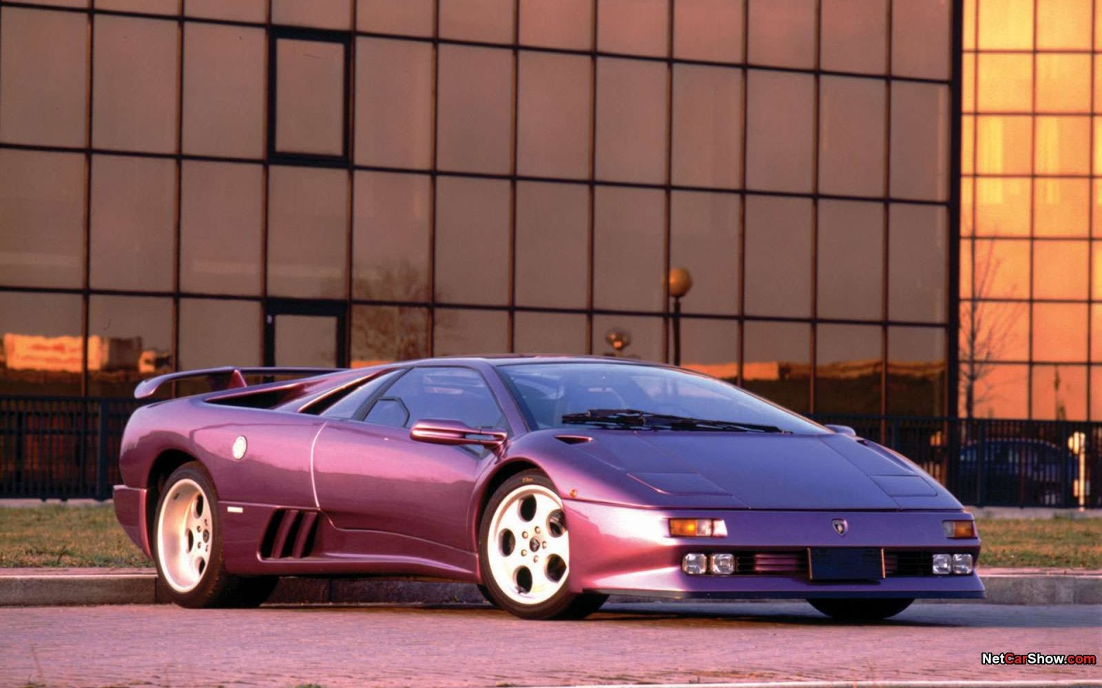 Luxury Lamborghini Cars: Lamborghini Diablo