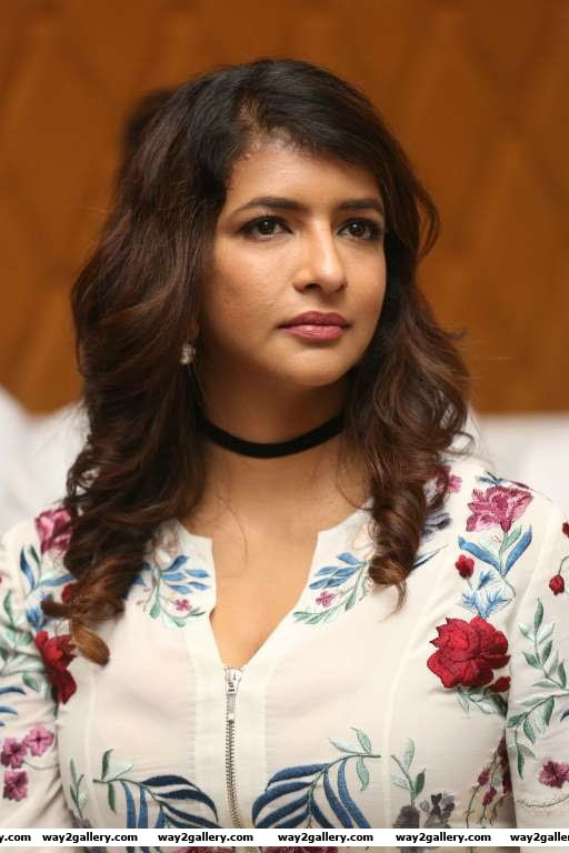 Lakshmi Manchu lend her support to Tollywood Thunders