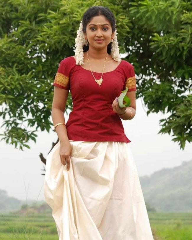 Malayalam actress Mithra Kurian long skirt images