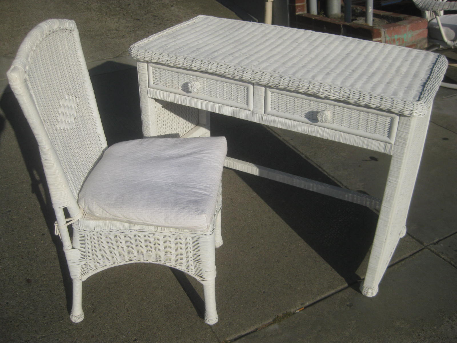 uhuru furniture collectibles sold wicker bedroom furniture. Black Bedroom Furniture Sets. Home Design Ideas