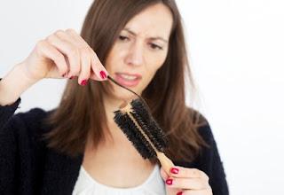 Cara Mengatasi Rambut Rontok Parah Berlebihan Tips Cara  b68540271f