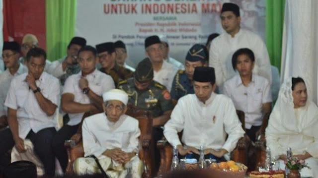 Kunjungi Rembang, Presiden Jokowi Curhat di Hadapan Mbah Maimoen Zubair