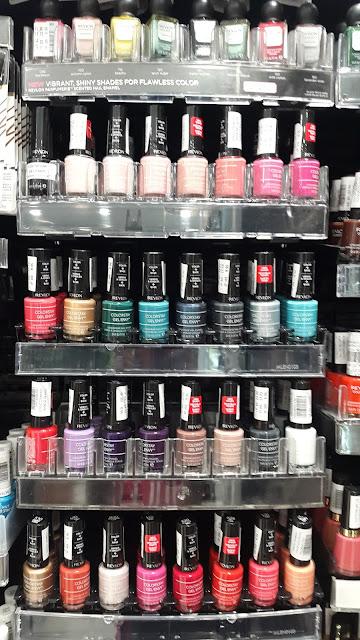 Revlon ColorStay Gel Envy Color + Base display - www.modenmakeup.com