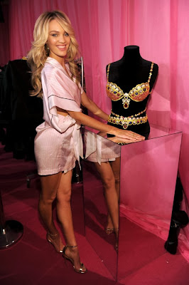 Lucy Amp Camilla Victoria S Secret Fashion Show 2013