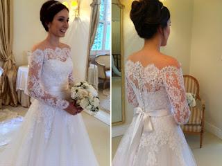 Vestido de noiva simples com bordado nas mangas
