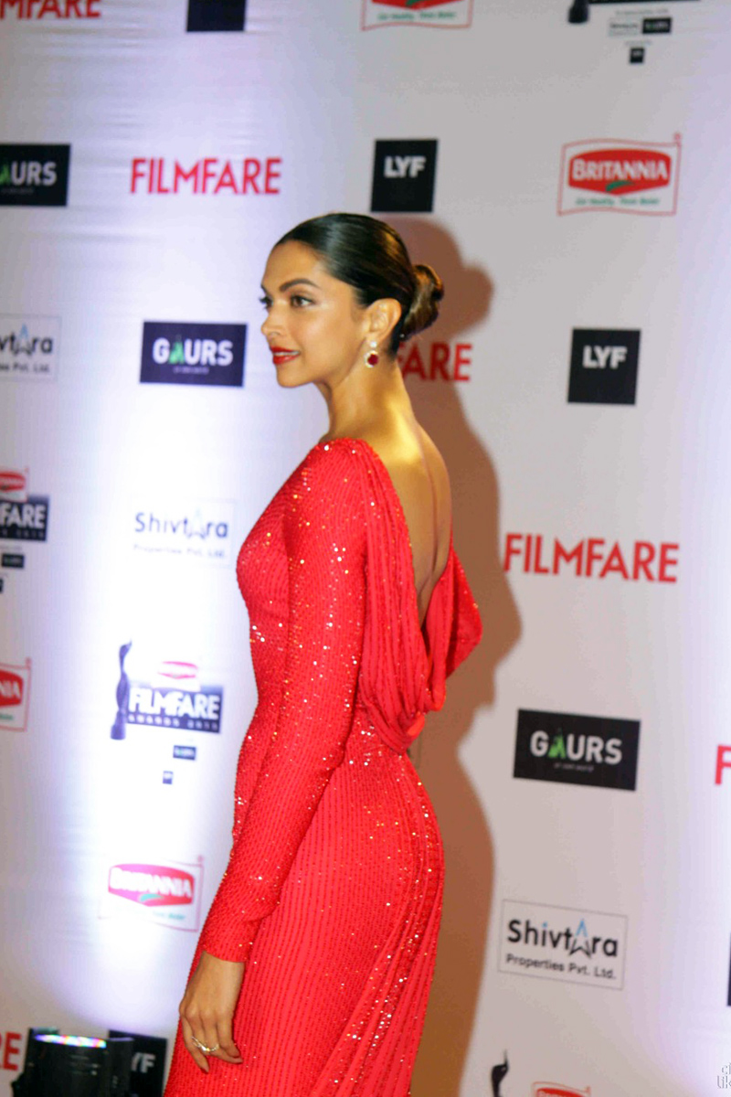 Deepika Padukone Latest Photos at Filmfare Awards In Red Dress