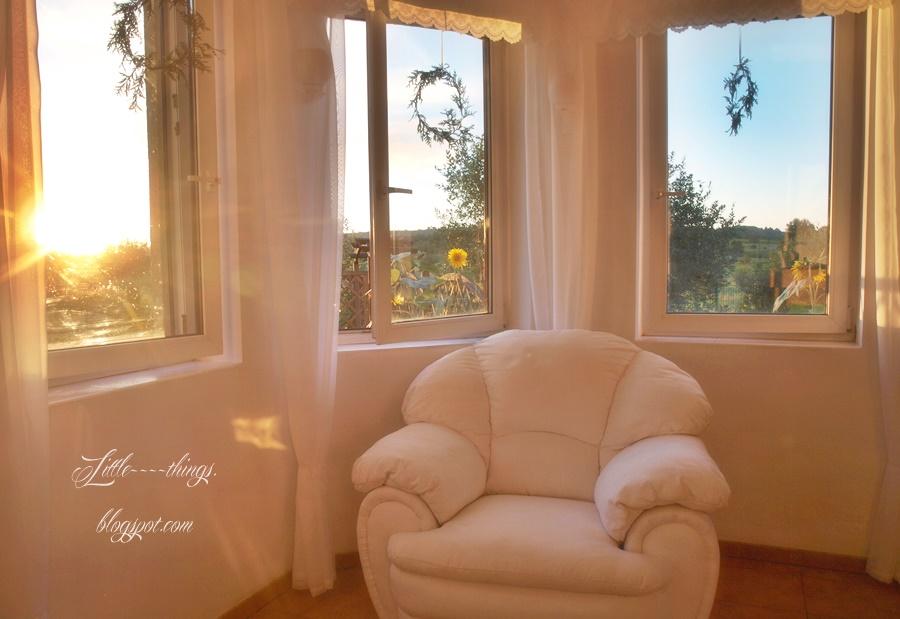 fotel pomalowany na biało, farba kredowa efekty, white chalk paint diy, farba kredowa domowej roboty