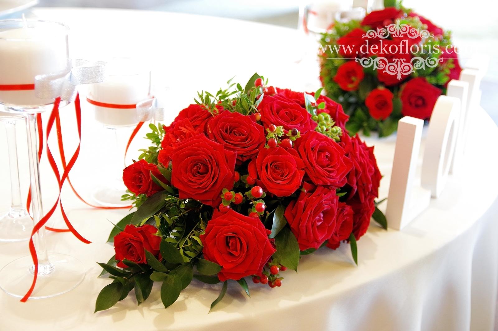 Czerwone bukiety na weselne stoły Arkas Prószków