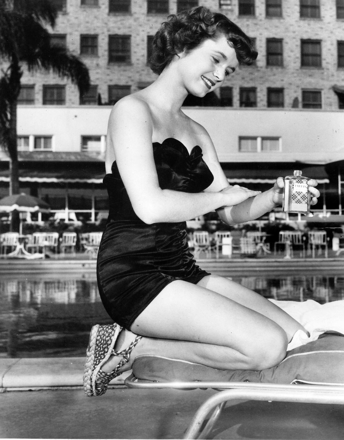40 Wonderful Black And White Portrait Photos Of Debbie