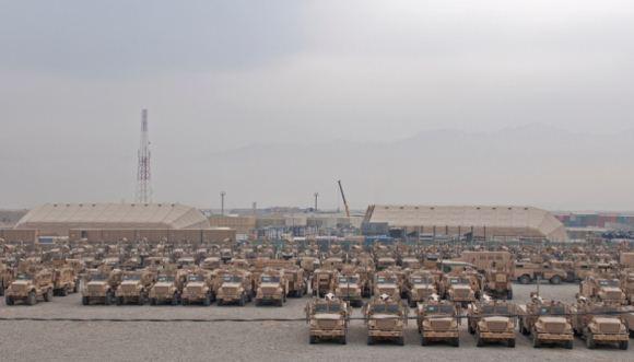 Kendaraan-kendaraan militer AS yang siap untuk ditarik mundur dari Afghanistan