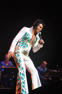 ben portsmouth impersonates elvis onstage in glorious jumpsuit
