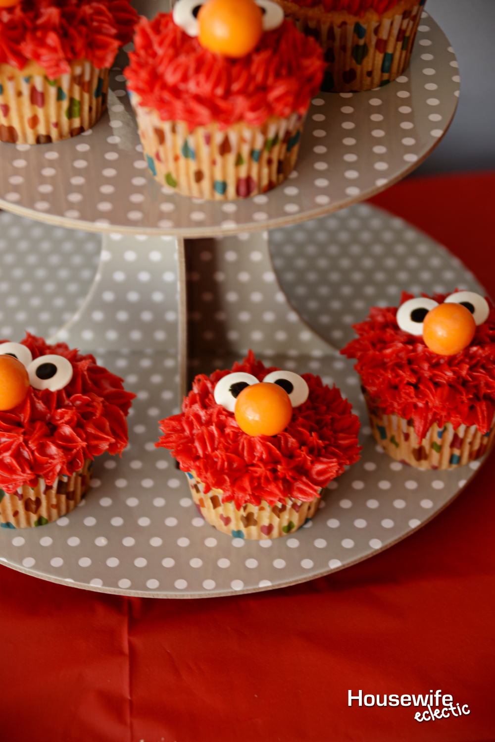 Easy Elmo Cupcakes Housewife Eclectic