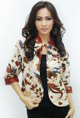 Model blazer batik untuk wanita kerja kantoran