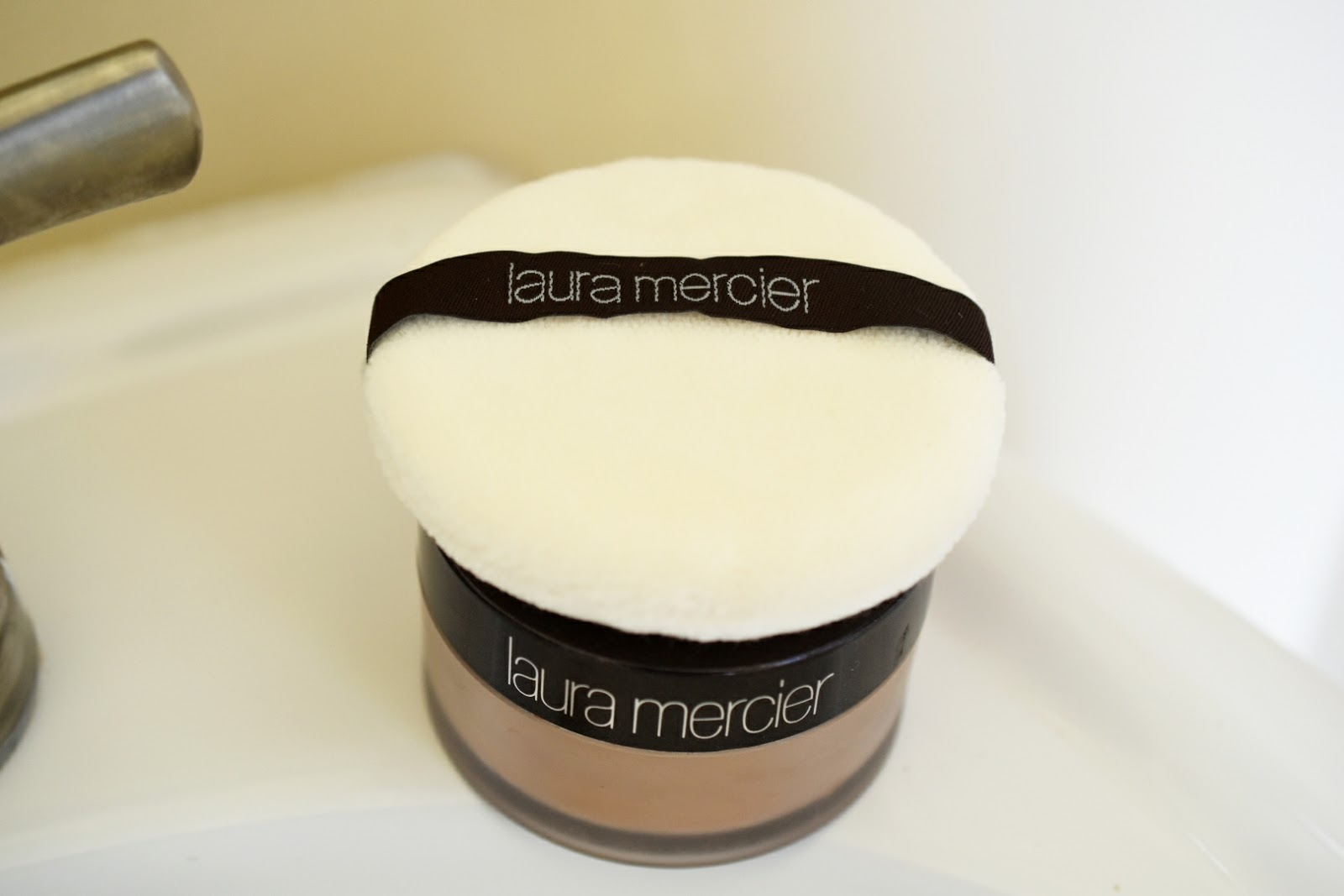 Laura Mercier Translucent Loose Setting Powder Review  via  www.productreviewmom.com
