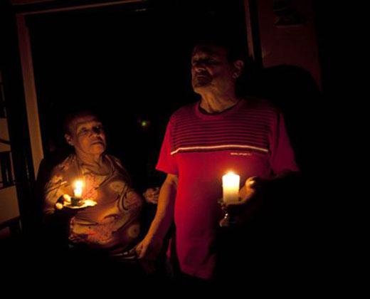 Tuiteros posicionan #SinLuz para vaticinar las causas del apagón en seis estados