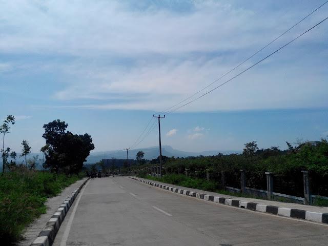 Jalan Menuju Villa Bukit Hambalang Sentul Bogor