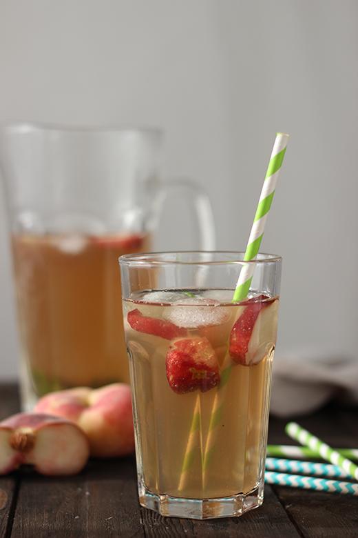 Rezept für selbstgemachten Pfirsicheistee mit Minze. Eistee selber machen. Holunderweg18
