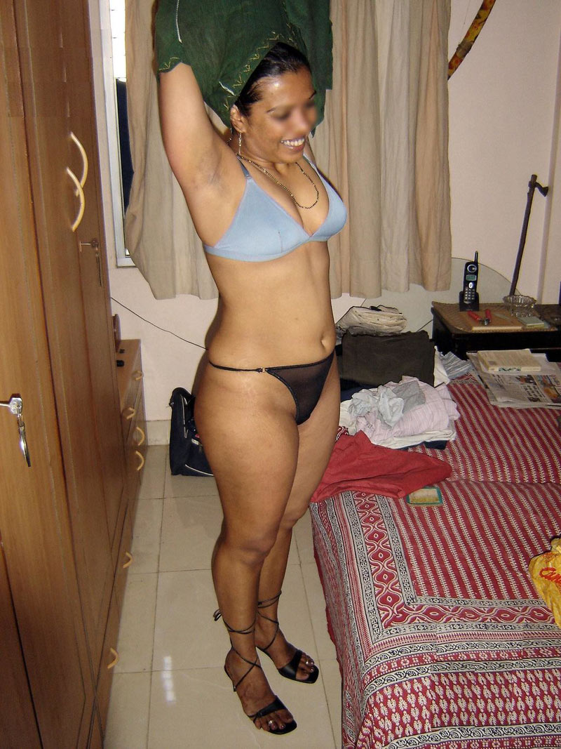 Sexy Desi Aunty Removing Clothes Showing Ass Boobs N Choot -5004