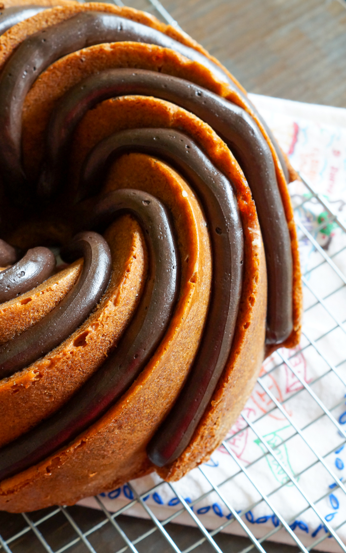 peanut butter bundt cake with peanut butter fudge frosting | bakeat350.net