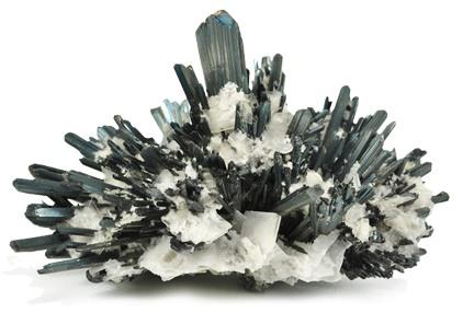 La antimonita es un mineral que pertenece a los sulfuros es rico en antimonio