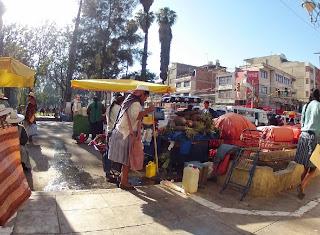 Feirinha na rua em Quillacollo / Cochabamba.
