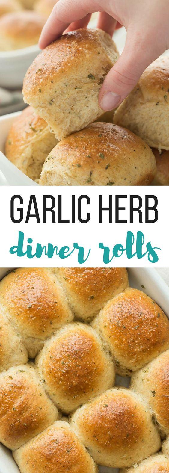 Homemade Garlíc Herb Dínner Rolls