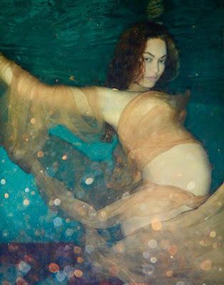 Beyoncé publica sesión de fotos embarazada y desnuda