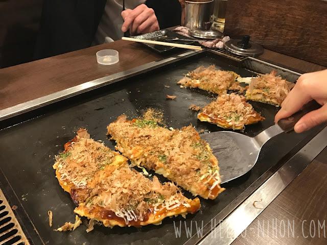 Serving the okonomiyaki