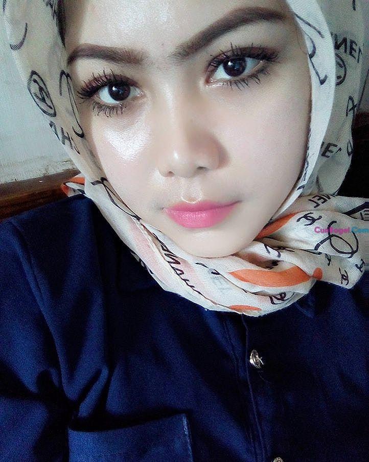 Awek Indon Seksi Tudung Comel Baju Ketat