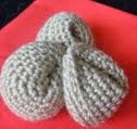 http://translate.googleusercontent.com/translate_c?depth=1&hl=es&rurl=translate.google.es&sl=en&tl=es&u=http://www.lookatwhatimade.net/crafts/yarn/crochet/free-crochet-patterns/crochet-fortune-cookies/&usg=ALkJrhg_-OI93GZ6lRnLqzMnK4JkE3M20w