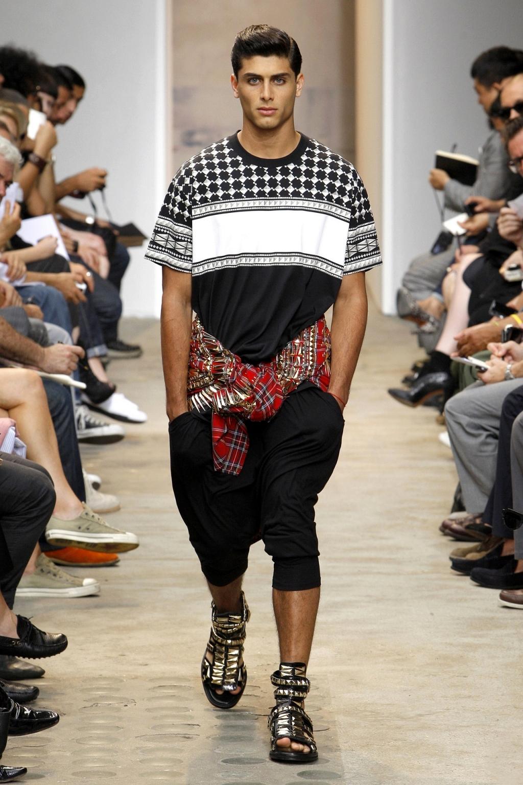65bc60c013fd 1001 fashion trends  Gladiator sandals for men