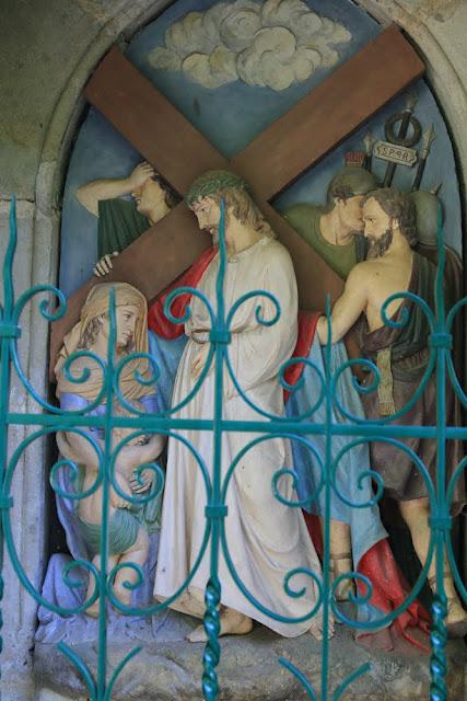 Way of the cross. Standing. Eighth. Rocamadour. France. Крестный путь. Стояния. Восьмое. Рокамадур. Франция.