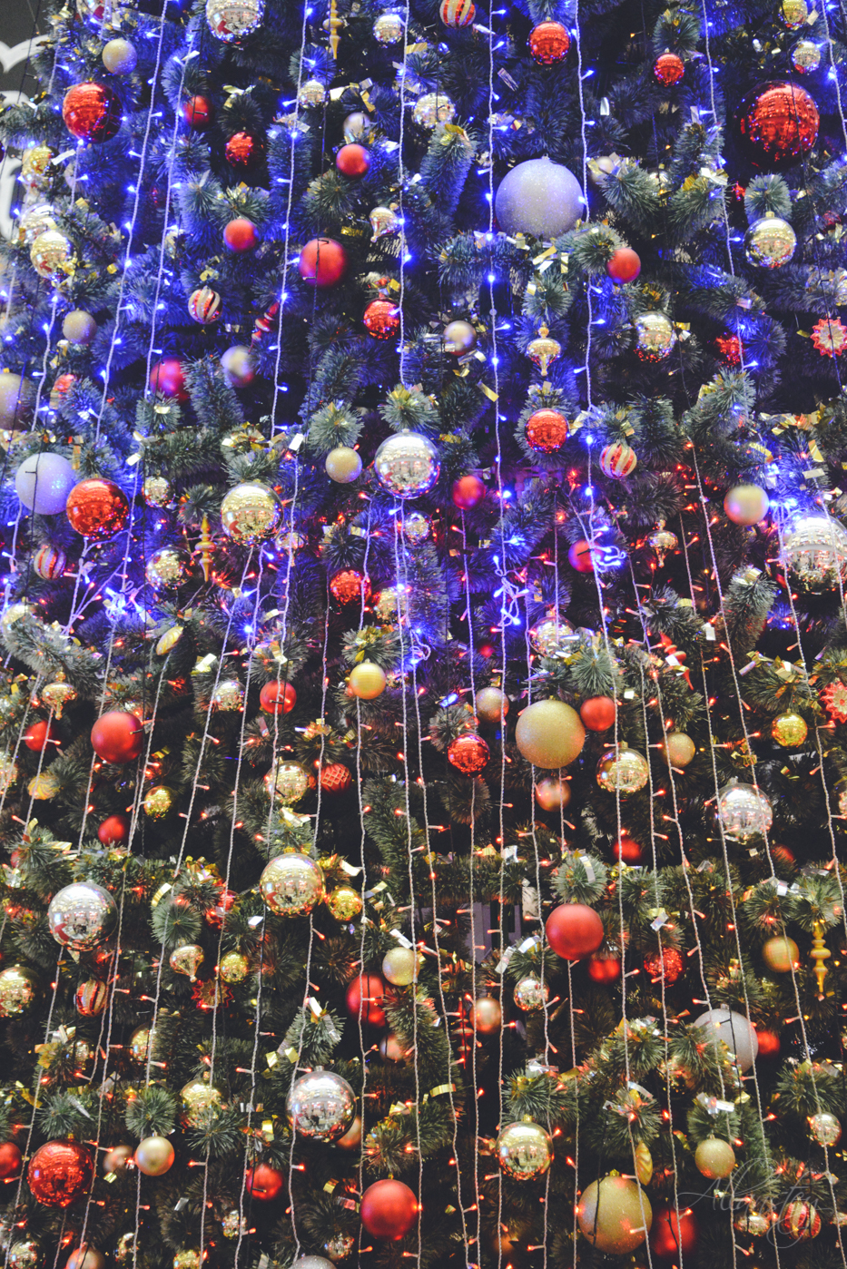Christmas tree decoration design in Detsky mir