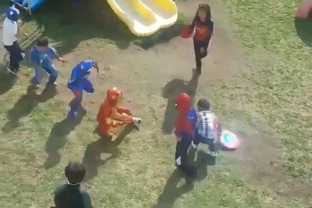 Niños de kinder hacen la mejor representación de Avengers