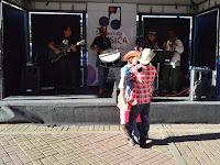 Zé Futrica e a boneca Carlota divertem a plateia na Calçada da Fama