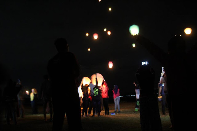 Penerbangan Lampion Backpaker Karawang di Parang Gombong