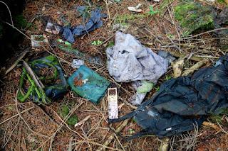 Photo d'effets personnels trouvés dans la forêt d'Aokigahara