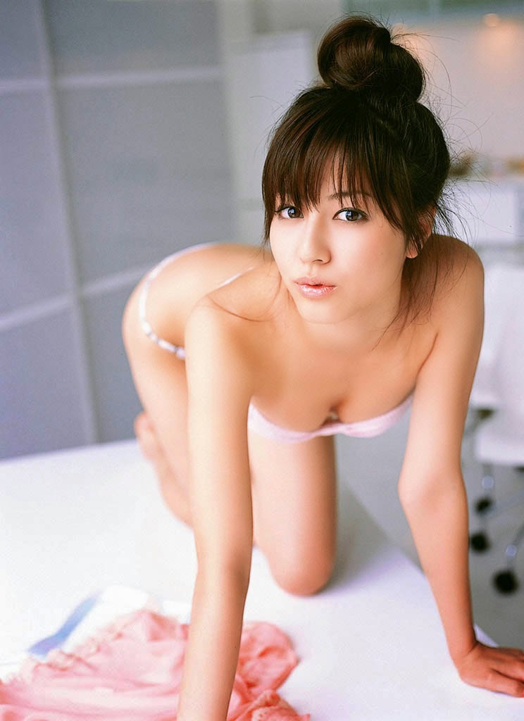 foto topless yumi sugimoto