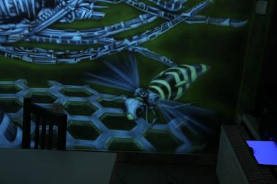 Malowanie na ścianie obrazu świecącego w ciemności, mural 3D, aranżacja kawiarni w łukowie