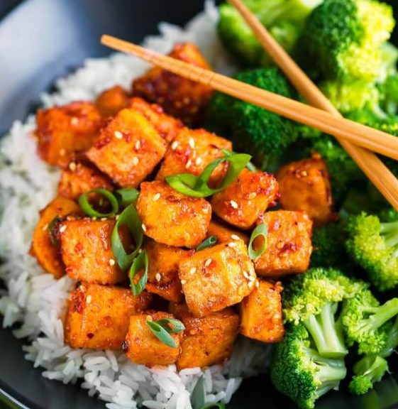 Sweet and Spicy Sriracha Tofu