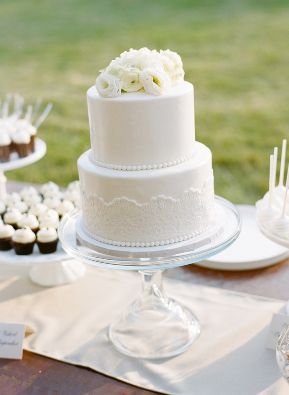 How To Stack Layered Cakes For Wedding