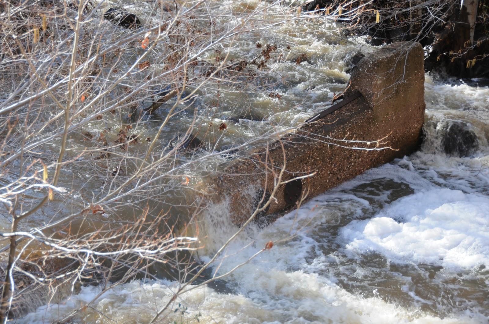 Arizona Hiking: Winter water clears the weir