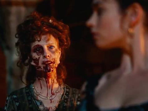 Mrs Featherstone (Dolly Wells) en Orgullo y prejuicio y zombis - Cine de Escritor