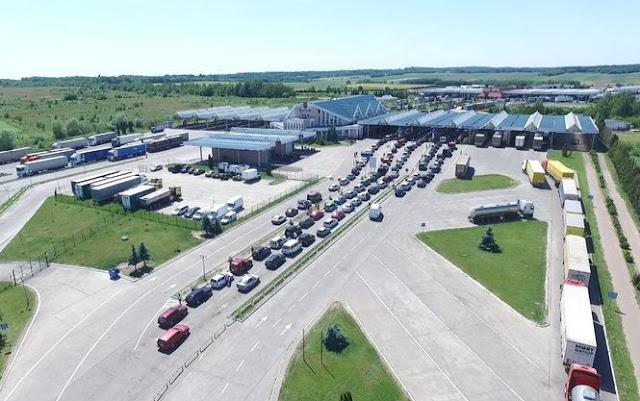 На західному кордоні України скупчилося понад сто фур - Слободян