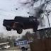 IMPRESSIONANTE: Vídeo mostra caminhonete voando após motorista perder o controle ao fugir da polícia