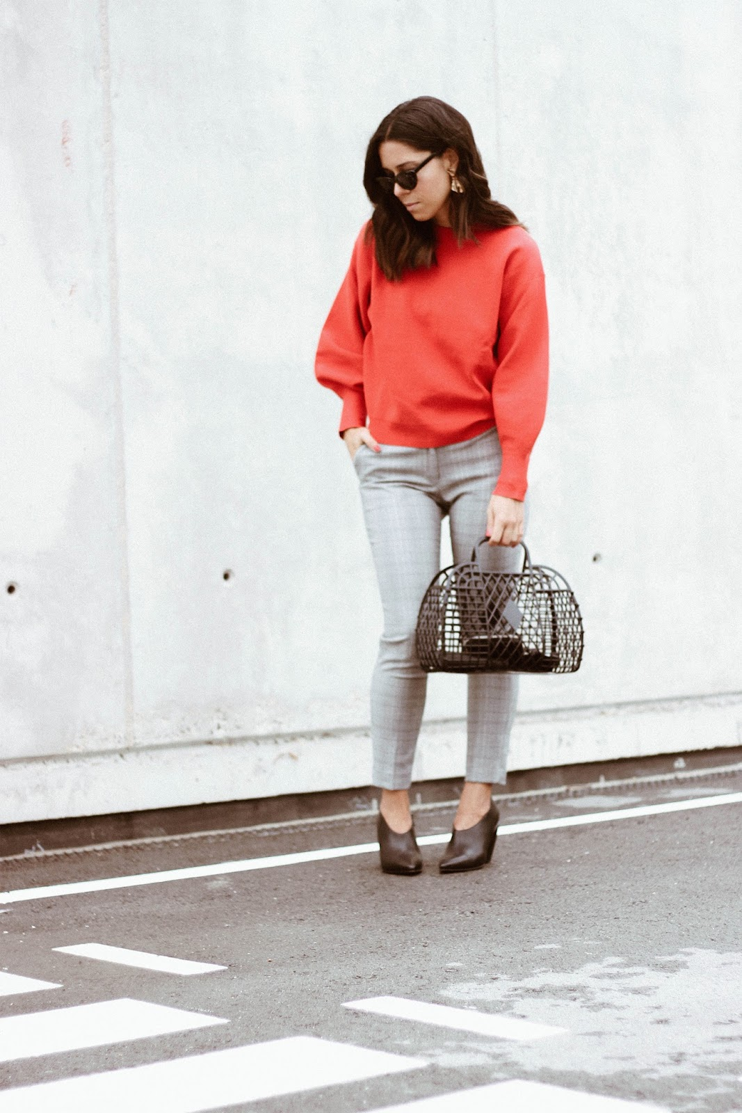 CHECKED TROUSERS OUTFIT LOOK AND JELLY BAG