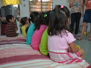 Crianças em abrigo: acolhimento, adoção