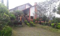 villa leluasa untuk 20 orang menginap dan acara